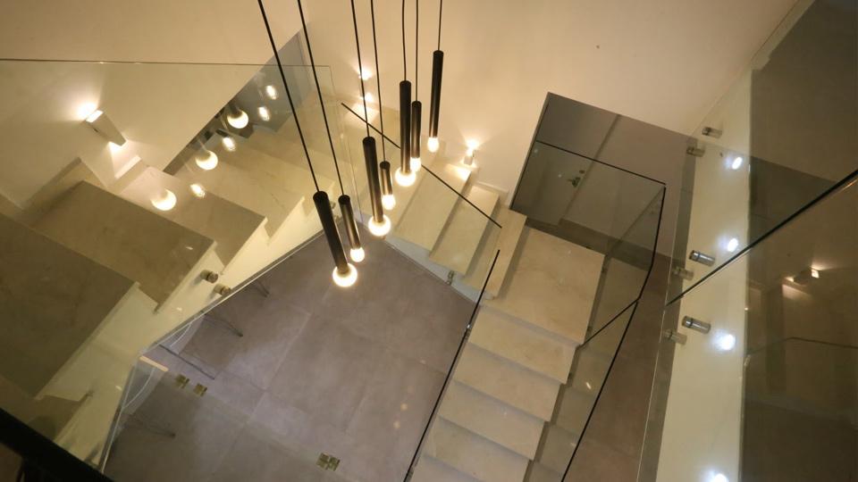 מדרגות פנים-בורדור וויט