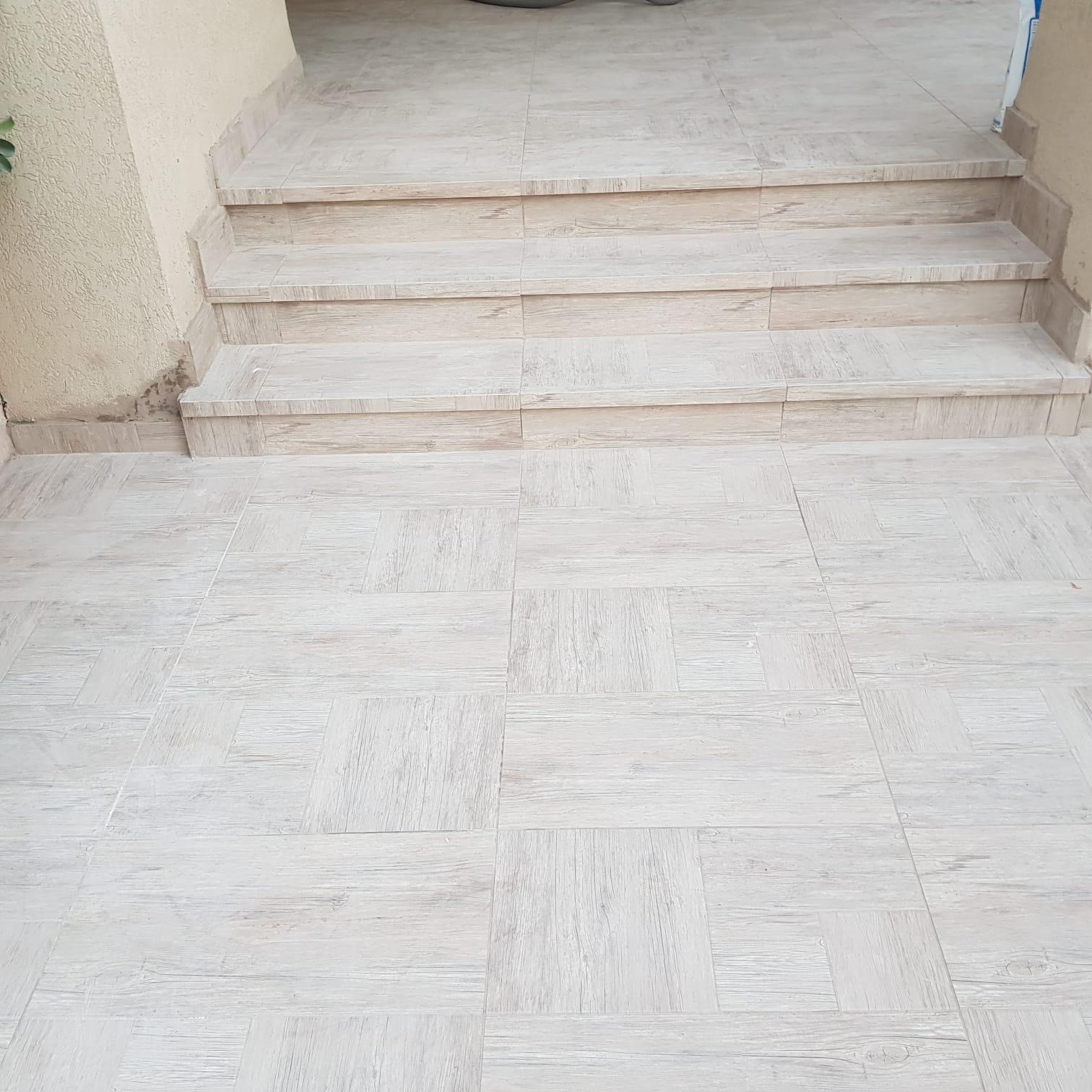 חיפוי מדרגות פורצלן